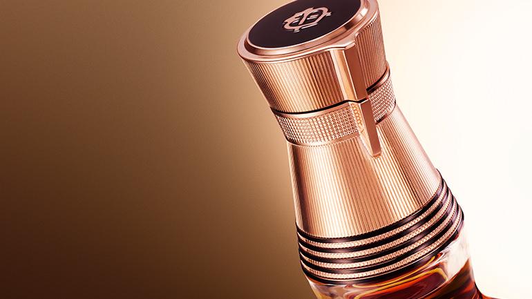 瓶颈:五环闭合的装饰象征五代调酒大师。