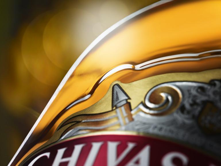 https://www.chivas.comHandwerkskunst, sowohl innen als auch außen auf der Flasche.