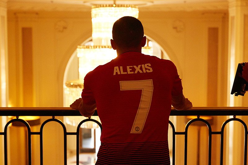 08d108b43 Manchester United. 1
